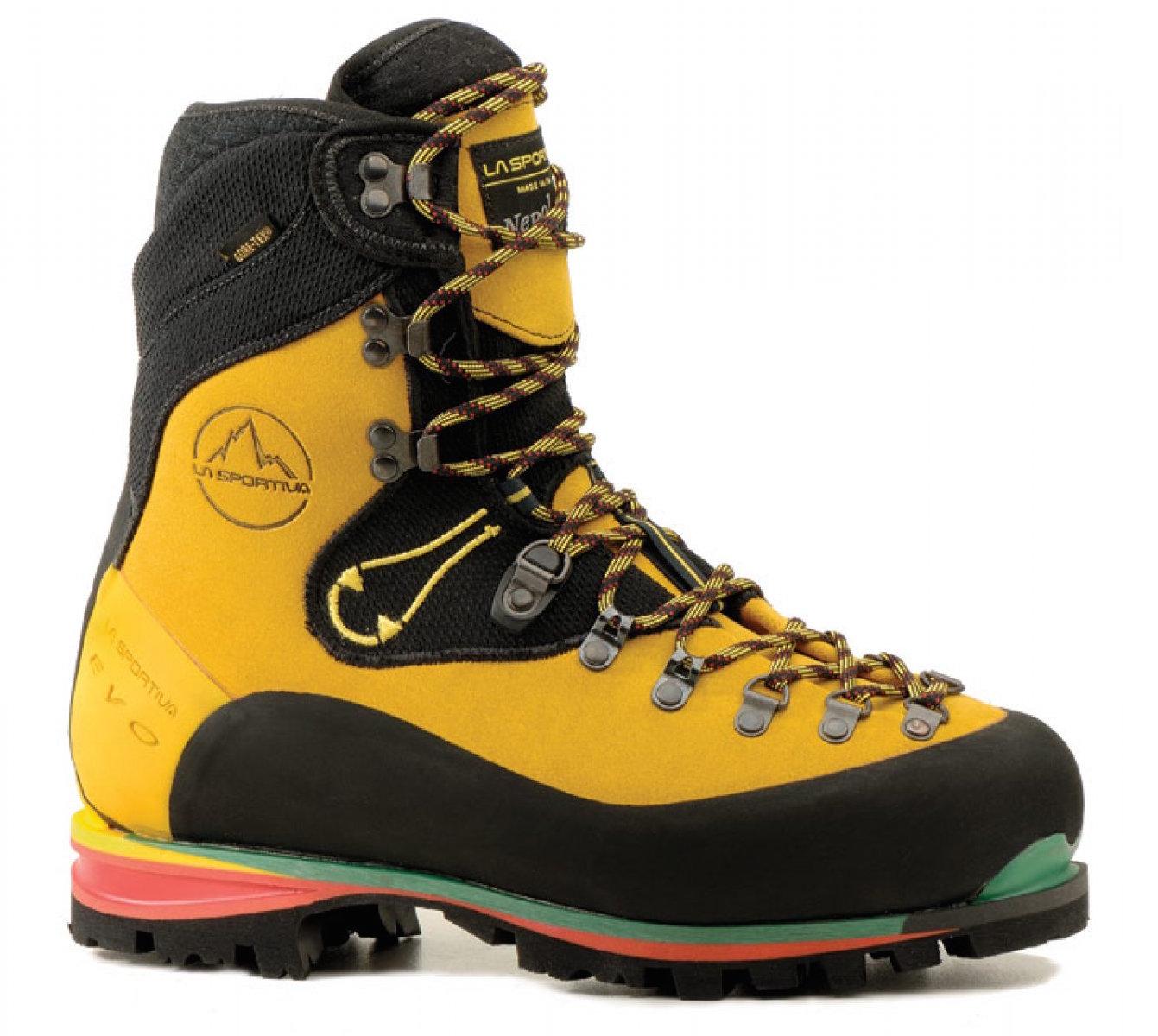 Le modèle Nepal Evo de La Sportiva, une chaussure-référence taillée pour l'alpinisme technique.