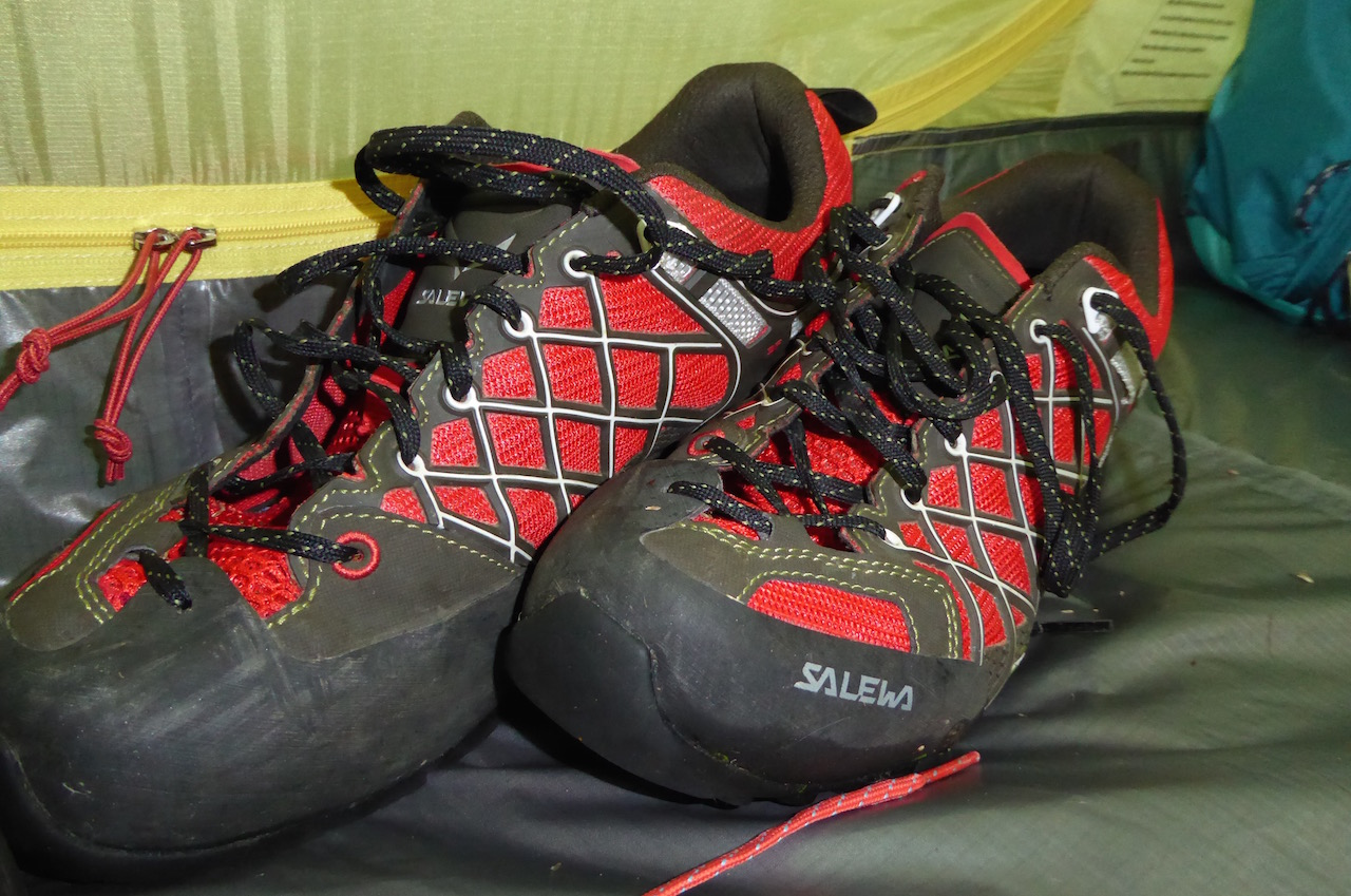 Même pour un trekking sous tente de plusieurs jours, les chaussures basses s'adaptent à nous, et non le contraire.